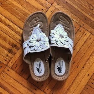 EUC Cliffs by White Mountain Flower Sandals